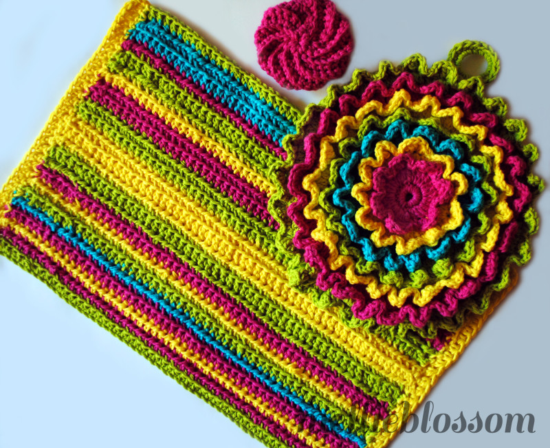 Free Vintage Kitchen Crochet Patterns : Bright Crochet Kitchen Set (Plus Free Towel Pattern ...